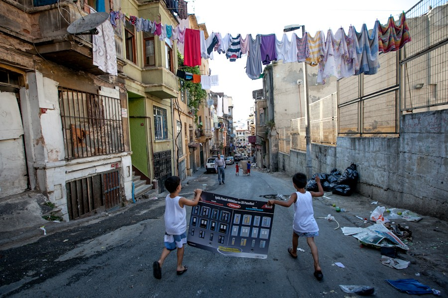 children playin on the streets of tarlabasi